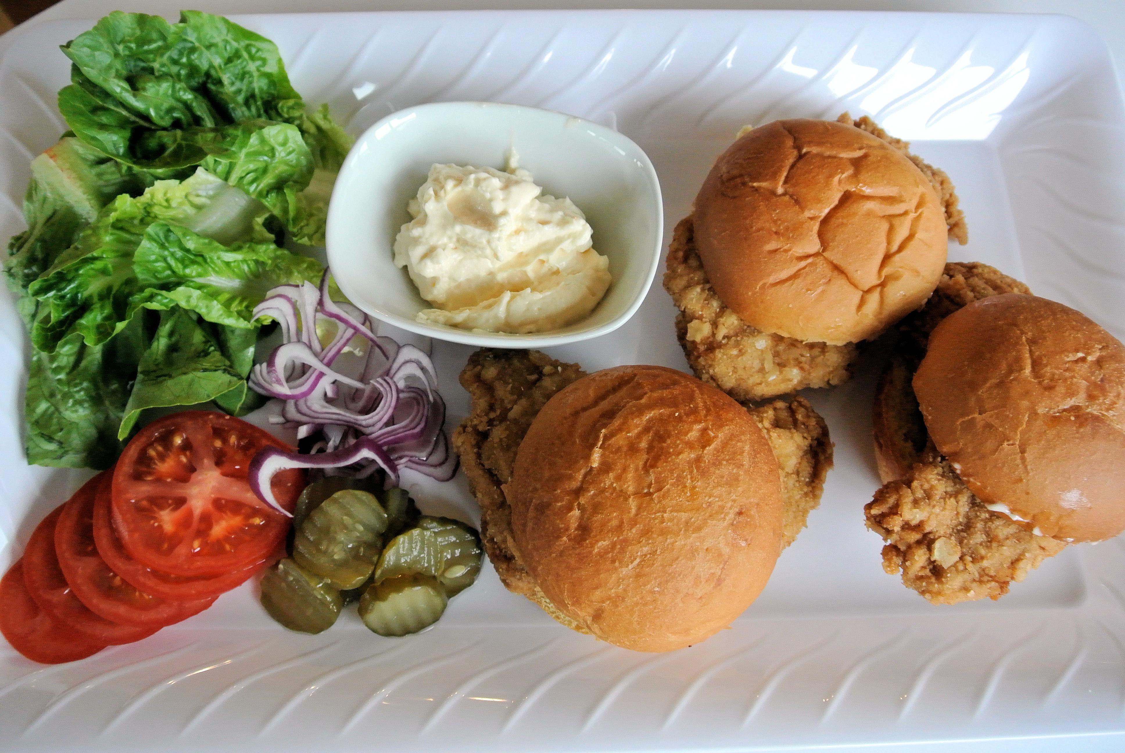 how to make pork tenderloin sandwich