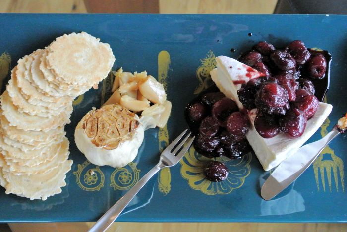 Brie with Garlic and Cherries